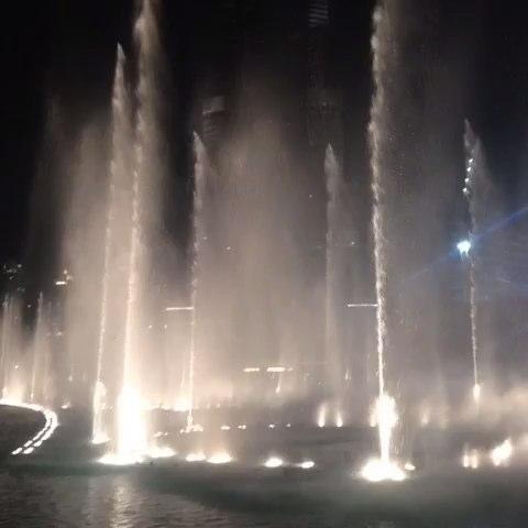 迪拜塔下音乐喷泉