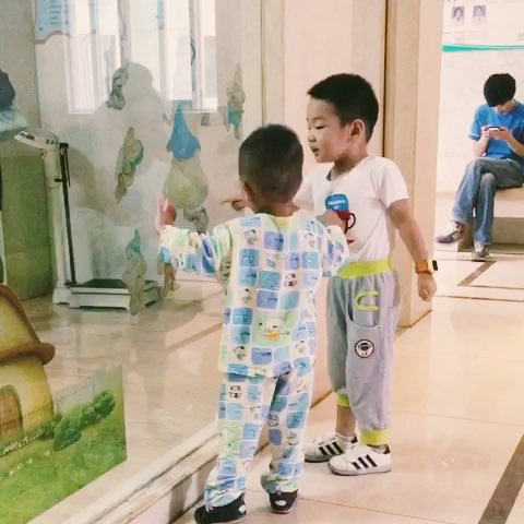 两个小朋友争吵