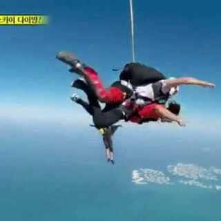 #running man##迪拜跳伞##14000英尺高空跳伞##金钟国##丁一宇##李多海#好勇敢,有生之年我也想尝试一下